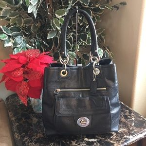 COACH BLACK LEATHER HAMPTON TURNLOCK